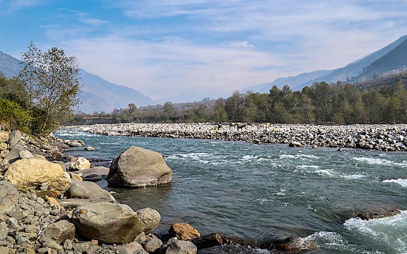 beas-river-kullu-india