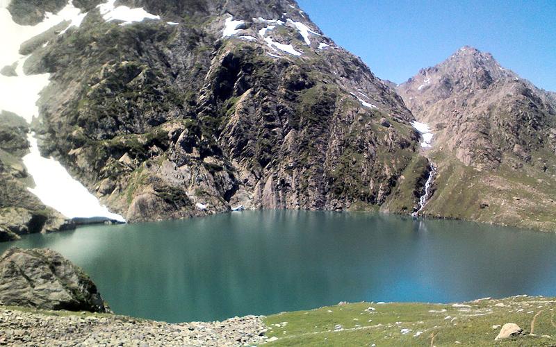 gadsar-lake-sonamarg-india