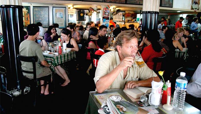 leopold-cafe-mumbai
