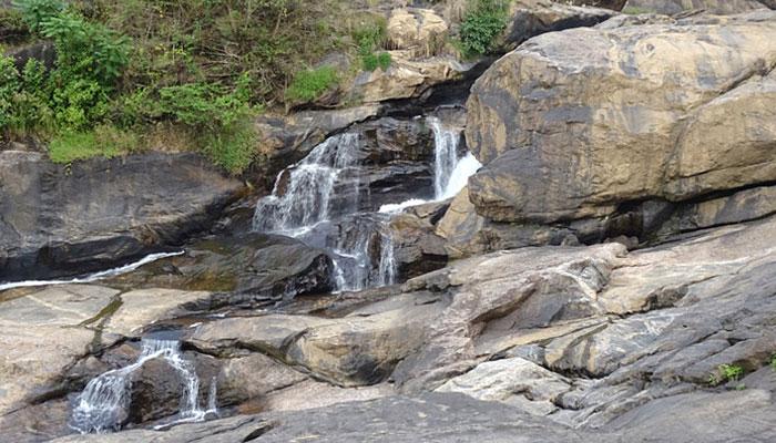 attukad-waterfall-munnar