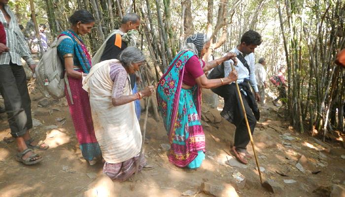 girnar_parikrama_pilgrims-india