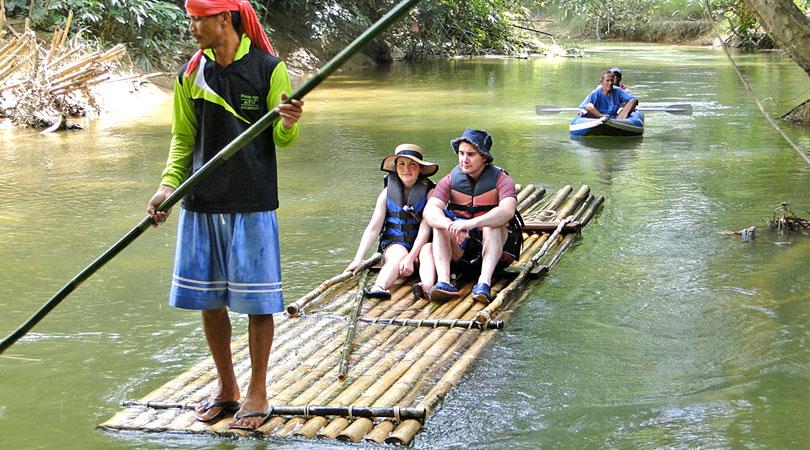 bamboo-rafting-at-Lake-periyar-kerala