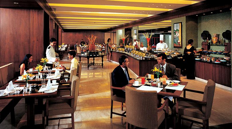 dining-at-hotel-khimsar-fort