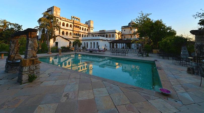 swimming-pool-at-castle-bijaipur