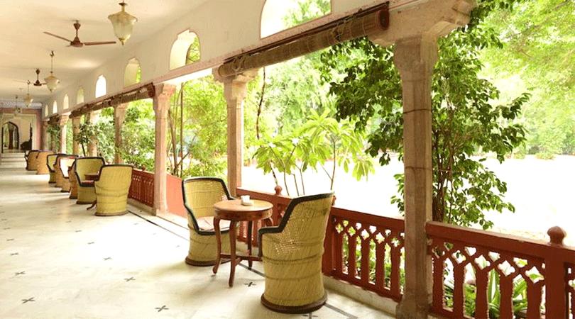 baradari-restaurant-diggi-palace