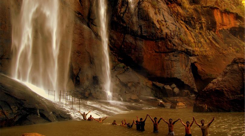 agaya-gangai-waterfall-in-kolli-hills