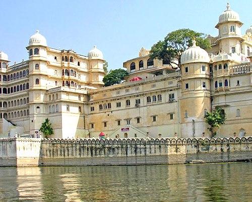 lake-palace-udaipur-pichola