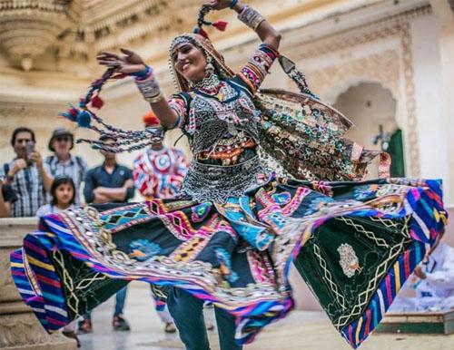 rajasthani-folk-dancer-dancing